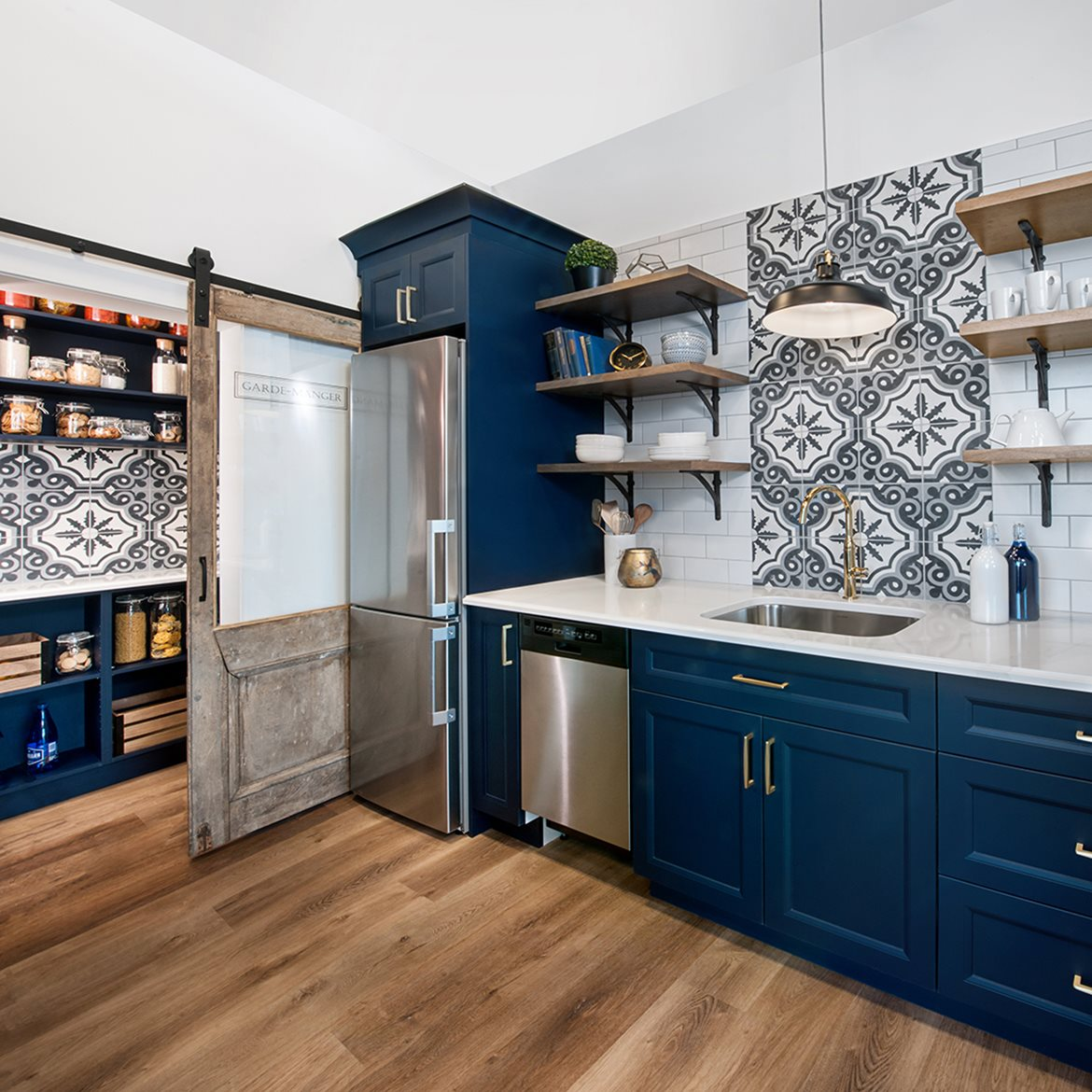 Kitchen offering a mix of textures and designs