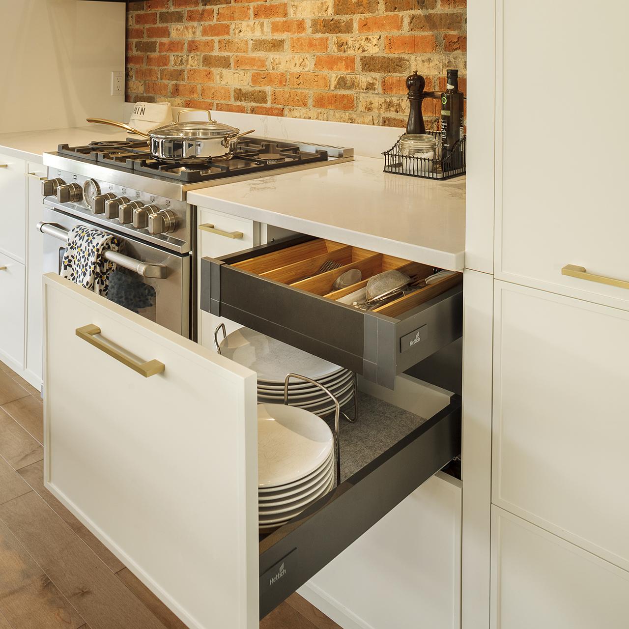 tiroirs cachés rangement optimisé armoires cuisines action